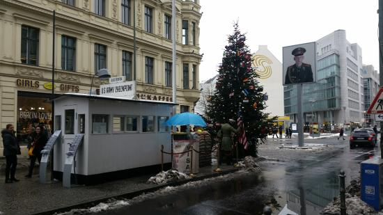 Hotel Gat Point Charlie: hotel 50m from checkpoint charlie