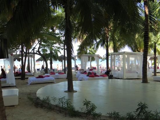 Grand Oasis Palm: Adults Only area (to use cabanas you must pay extra)