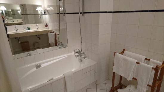 Pouilly-en-Auxois, France : Salle de bain