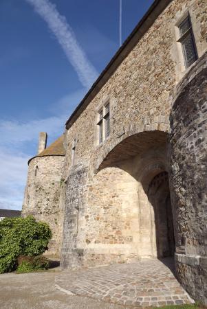 Saint-Sauveur-le-Vicomte, Prancis: castello
