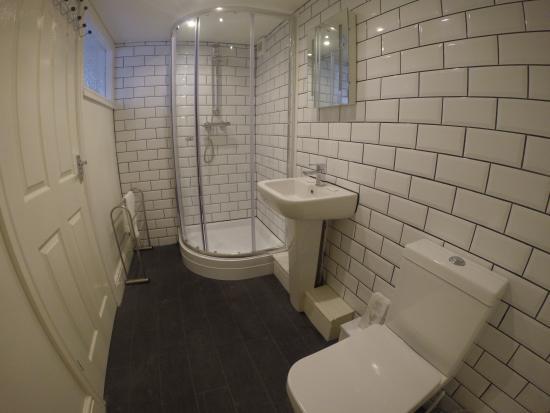 Happy Return Hotel: rm 24 newly refurbished bathroom