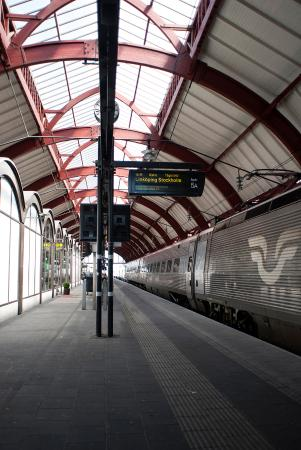 how to take train from copenhagen to malmo
