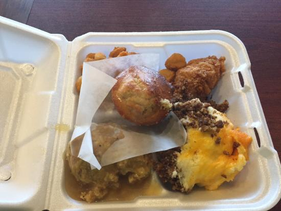 Hinesville, Gürcistan: Corn muffins, shepherds pie, chicken