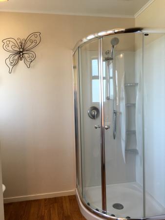 Hacienda Motel: Studio Room - Shower