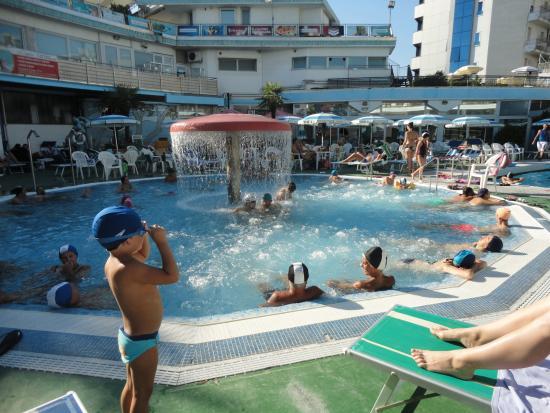 Abano Terme Piscina Comunale.Relax Sul Fungo Idromassaggio Picture Of Columbus Thermal Pool Abano Terme Tripadvisor