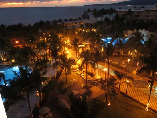 Hotel Riu Vallarta: Night balcony view