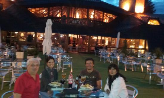 Portal del Lago Hotel: Terraza y bar