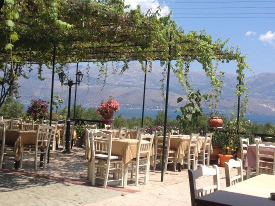 Apolafsi Villas: terras restaurant