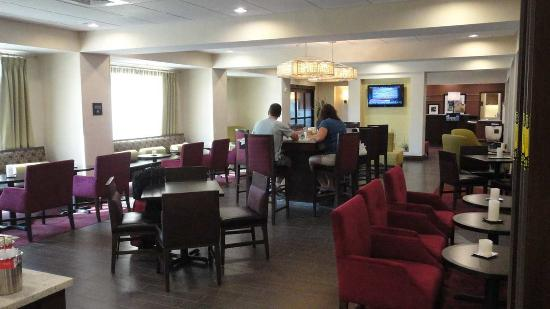 Ozark, AL: Breakfast Dining Area