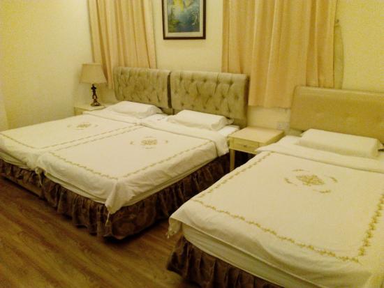 Jayleen 1918 Hotel: Deluxe Family Triple Room