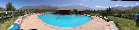 San Esteban, Χιλή: Una GRAN piscina con áreas de altura bajas y altas.