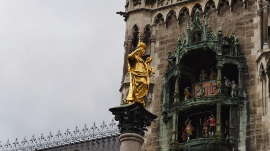Glockenspiel am Rathausturm : 1
