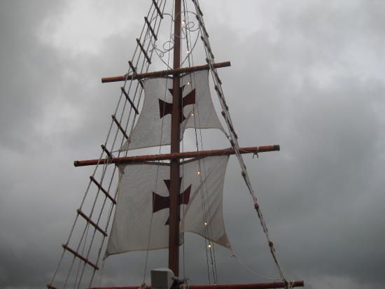 Columbus Lobster Dinner Cruise: A Beautiful Tall Ship