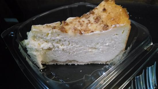 Jefferson, Carolina del Norte: White Chocolate-Pear-Praline Cheesecake.  Scrumptious.