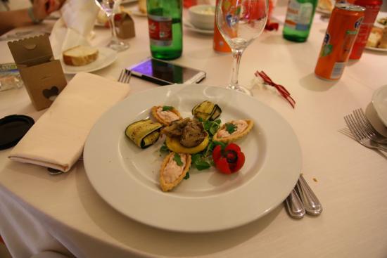 Cardinal Hotel St. Peter: barchette ripiene di mousse di prosciutto con polenta con funghi porcini