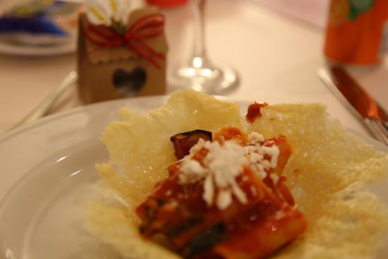 Cardinal Hotel St. Peter: Rigatoni alla norma su cialda di parmigiano