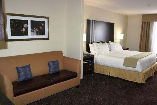 Yorkton, Canadá: Our Executive Suite Features 1 King Bed and Sofa Bed