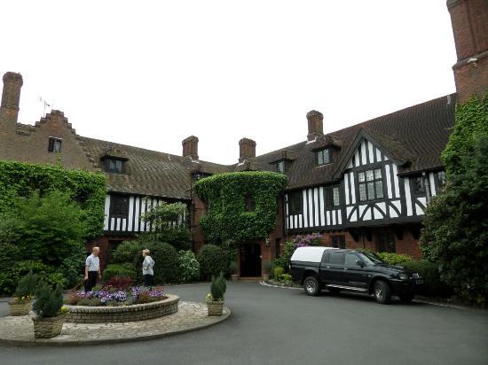 Entrance to Hogarths Stone Manor