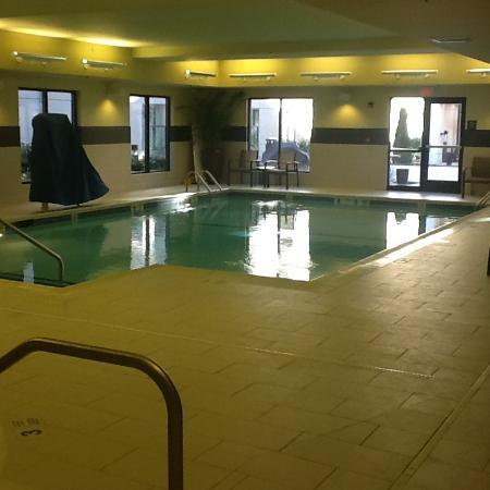 Carle Place, NY: pool and hot tub