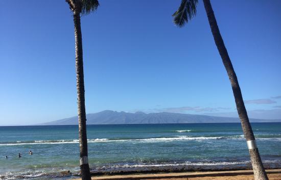 Paki Maui Resort: Friends view from their lanai.