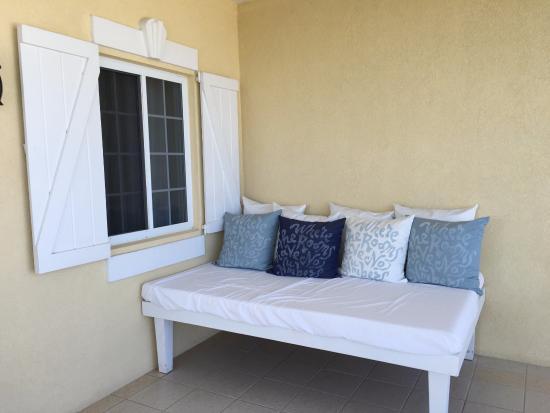 tavolino in terrazza  picture of beach house turks  caicos, Beach House