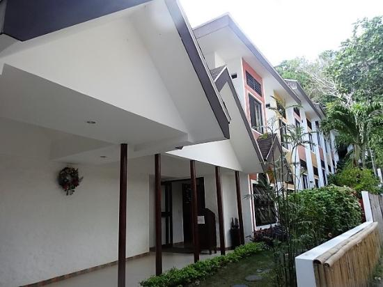 Microtel Inn & Suites by Wyndham Boracay : Entrance to hotel