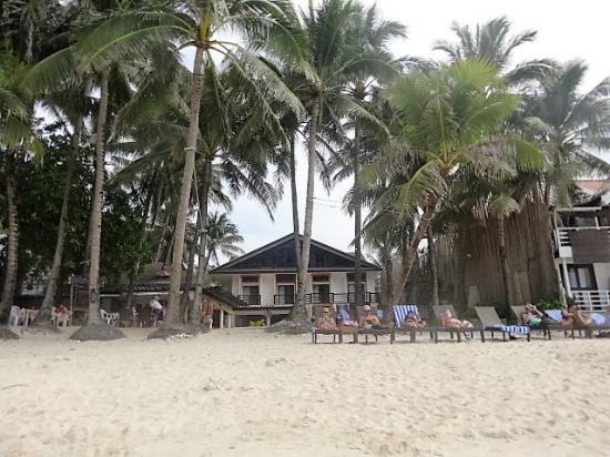 Microtel Inn & Suites by Wyndham Boracay : View of the hotel from the beach