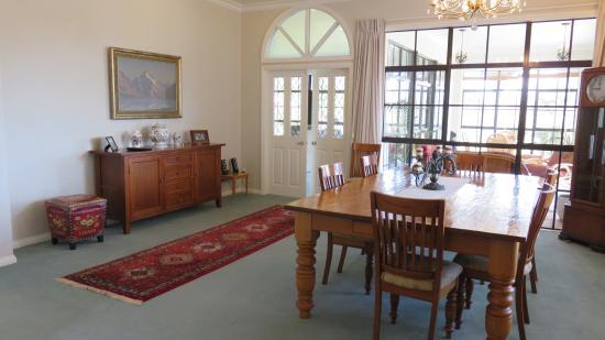 The Pillars Retreat: Guest Breakfast Room