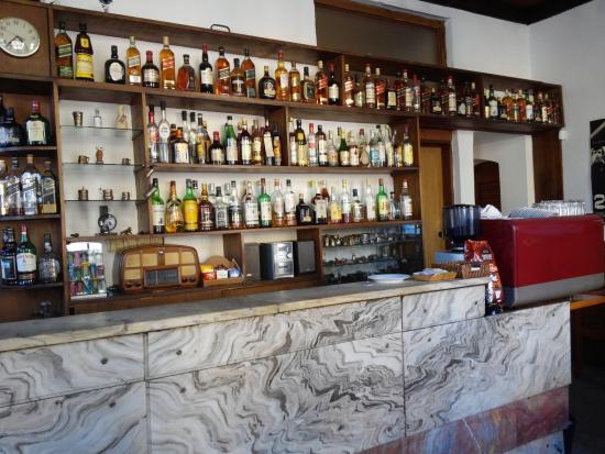 Su-Bar: Mostrador del bar. Mantiene el estilo clásico de los boliches Montevideanos