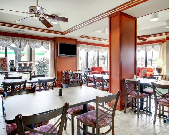 Quality Inn & Suites Southwest: Breakfast