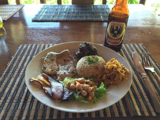 Jinetes de Osa Hotel: Delicious food - here's fish et al...by the sea!