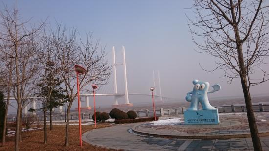 Dandong, Cina: 新鴨緑江大橋