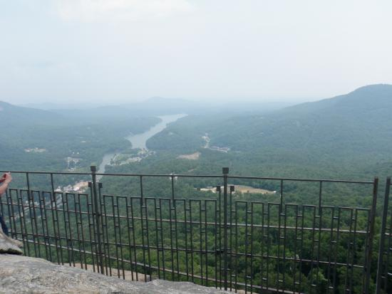 Chimney Rock, Kuzey Carolina: Don't get too close to the fence