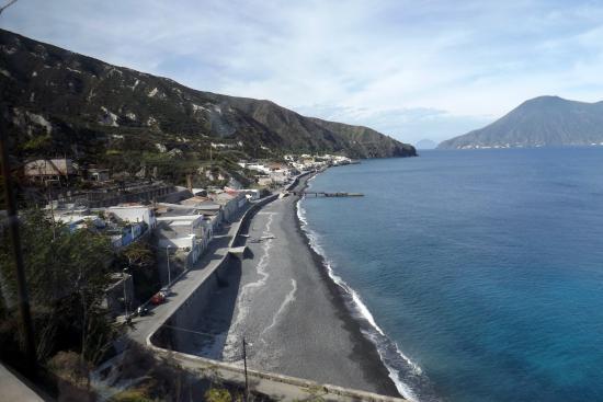 Aliante: The coastline of Lipari