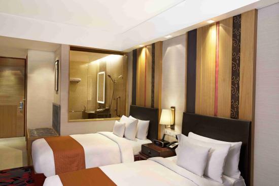 Holiday Inn New Delhi Mayur Vihar Noida Two Bed Guest Room