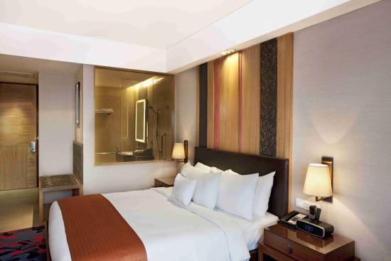 Holiday Inn New Delhi Mayur Vihar Noida Single Bed Guest Room
