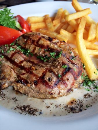 "Cafe des Artistes : Grilled Tenderloin Steak ""Poivre Creme"""