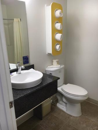 Chamblee, GA: bathroom