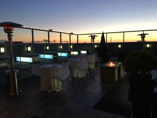 zinc@shade: Gorgeous setup on their rooftop