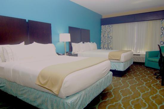 Cuero, TX: Standard 2 Queen Bedded Room