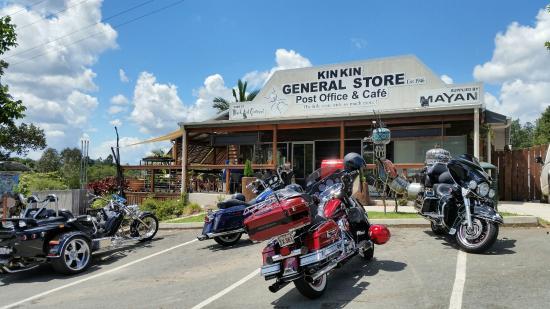 Kin Kin, Australia: great front of shop