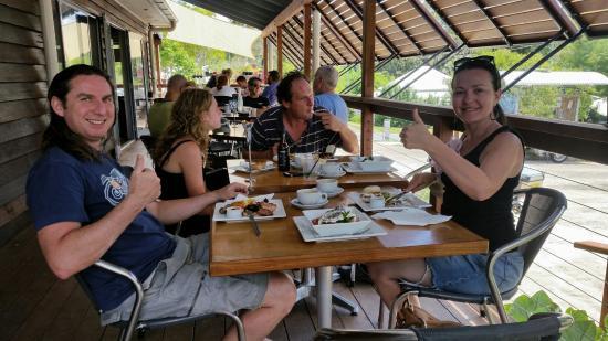 Kin Kin, Australia: breakfast on the side deck