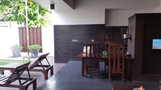Malisa Villa Suites: 1 bedroom villa dining area