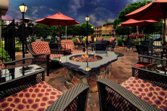 Centerstone Plaza Hotel Soldiers Field - Mayo Clinic Area : Twigs Tavern & Grille Patio
