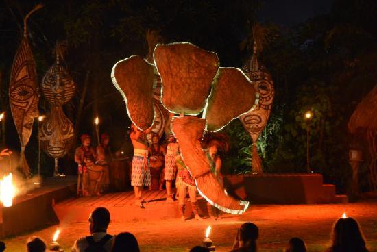 Bali Safari & Marine Park: Afrika! Rhythm of Fire fire-dancing performance 02