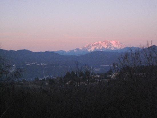 Ameno, Itália: Le Mont Rose au matin depuis la chambre