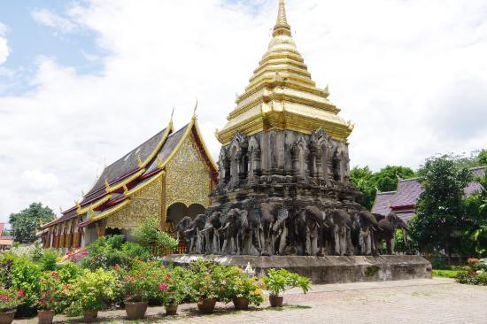 Wat Chiang Man: チェディ