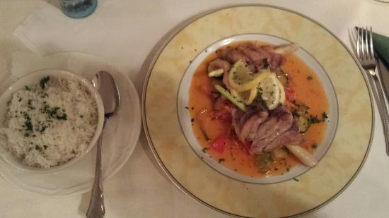 Adelsdorf, Tyskland: Karpfen asiatisch mit Jasminreis