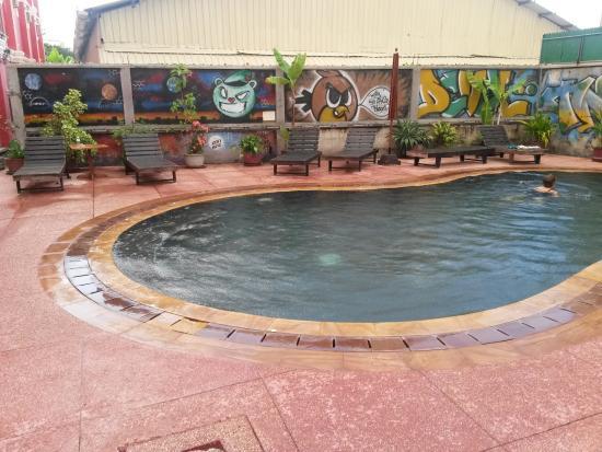 Sidewalk Never Die Hotel Siem Reap: pool