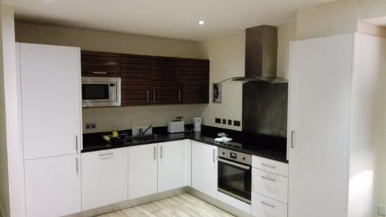 Staycity Serviced Apartments West End: cocina, no le falta de nada.